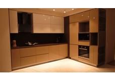 """Угловая кухня с акриловыми фасадами """"AGT""""."""